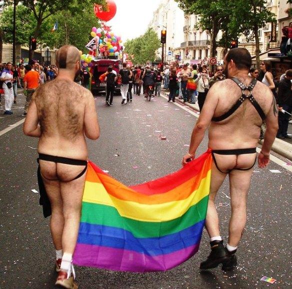 """Couple Homo se rendant à la noce, afin de fonder un """"foyer"""" grâce au """"mariage pour tous""""..."""
