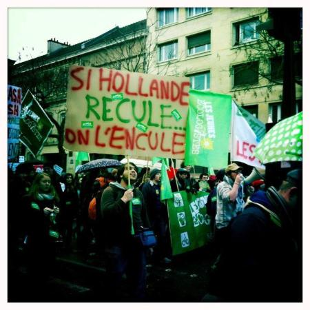 Hollande recule