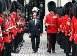 Hollande défile